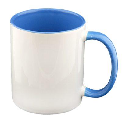 Baltas termosublimacinis puodelis mėlynu vidumi su vieta Jūsų nuotraukai baltame fone