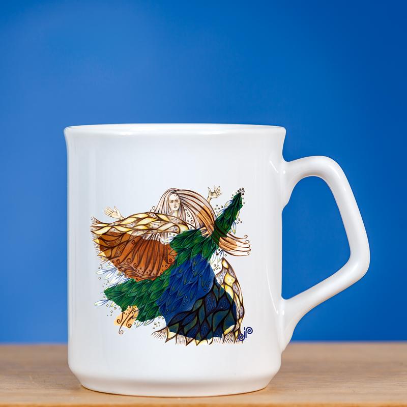 Baltas elegantiškas sublimacinis puodelis su originaliu piešiniu fėja III
