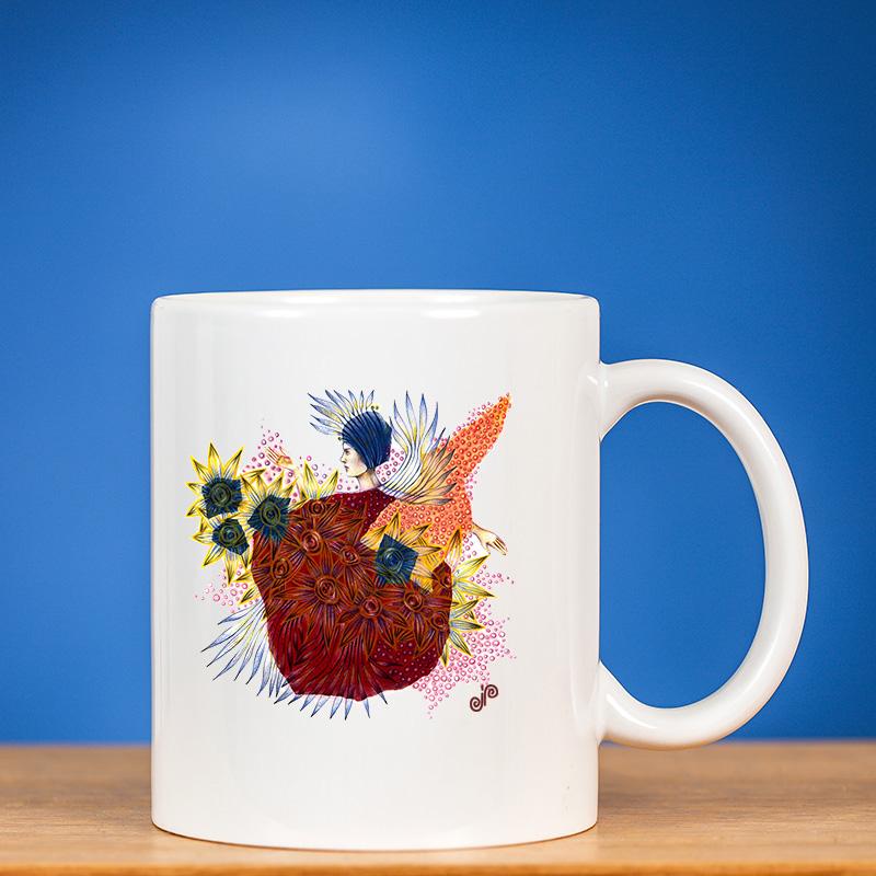 """Standartinis baltas puodelis su piešiniu """"FĖJA I"""" ant mėlyno fono"""