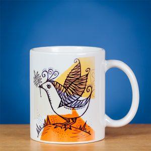 Baltas standartinis puodelis dekoruotas paukštelio piešiniu