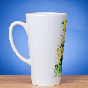 Latte puodelis su piešiniu