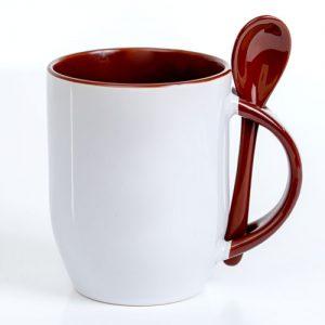 puodelis su rudu šaukšteliu
